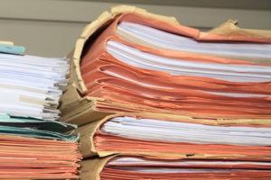 Wenn Sie die fondsgebundene Rentenversicherung absetzen wollen, sollten Sie vorher einen Blick in die Unterlagen werfen.