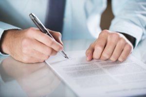 Die Auszahlung der Altersvorsorge sollte vorher mit einem Versicherungsberater besprochen werden.