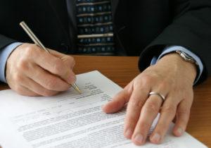 Um die Rentenversicherung beleihen zu können, sollte mit der Versicherungsgesellschaft Rücksprache gehalten werden.